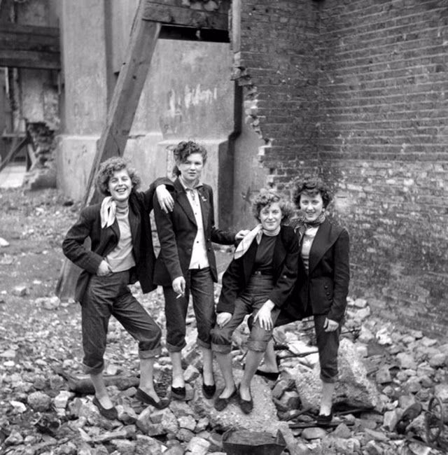 teddy-girls-in-london-1955-11